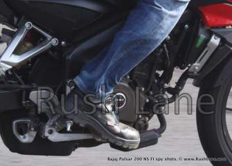 New-Bajaj-Pulsar-200-NS-with-Fuel-Injection-Spy-Shots-rush-lane-19