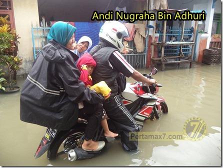 yamaha new vixion terjang banjir