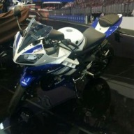Foto Detail Yamaha YZF-R15 versi Indonesia Tampak Samping, gimana mas