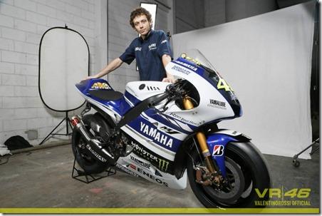 Yamaha YZF-M1 2014 Valentino Rossi 46 b