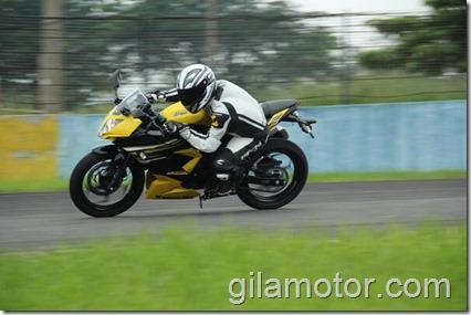 gilamotor.com test kawasaki ninja 250 RR mono