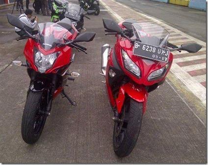 Kawasaki Ninja 250 RR MONO VS Kawasaki Ninja 250 FI
