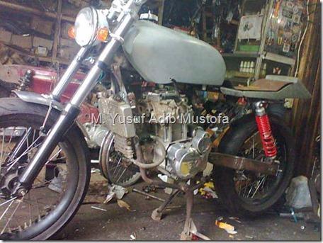 Honda CB modip 320 cc pakai head cylinder Yamaha Vixion 1