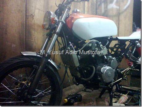 Honda CB modip 320 cc pakai head cylinder Yamaha Vixion 2