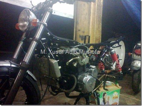 Honda CB modip 320 cc pakai head cylinder Yamaha Vixion 4