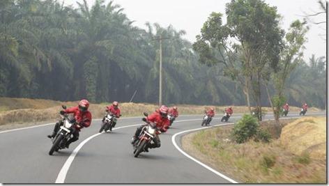 Honda CB150R streetfire ekspedisi nusantara 2014 tembus 148 km per jam001