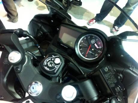 Yamaha YZF-R15 Thailand sudah pakai kunci magnet dan Swing Arm