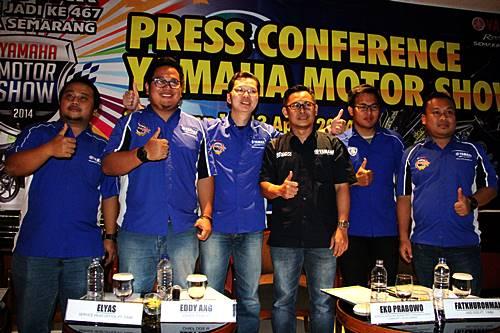 Manajemen Yamaha di Press Conference Yamaha Motor Show Semarang dan Indent Online R15