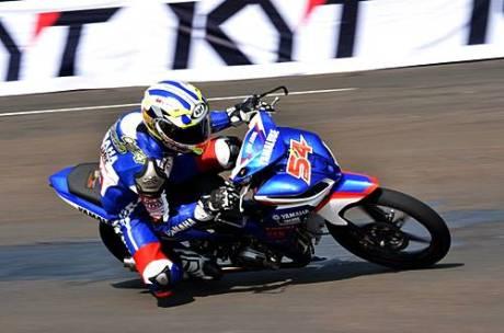 Sudarmono (Yamaha Trijaya) memacu Jupiter Z1 di qualifying practice kelas IP 2(110 cc) seri pertama Indoprix 2014, sirkuit Sentul Karting International