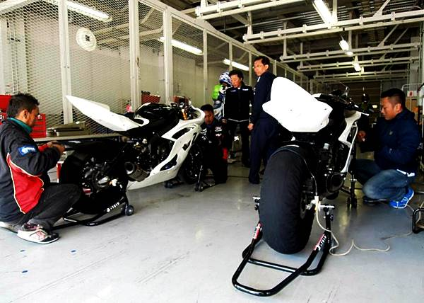 Teknisi Yamaha Indonesia dalam training step 1 di Suzuka persiapan Suzuka 4 Hours Endurance Race