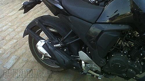 Yamaha-FZ-Facelift-Spy-Shot-Exhaust