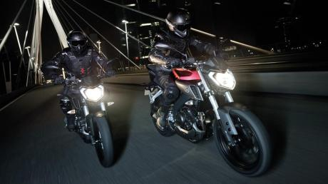 2014-Yamaha-MT125-EU-Anodized-Red-Action-006