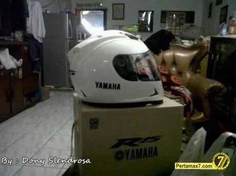Helm Standar Yamaha R15 2