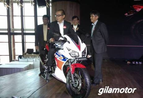 Honda CBR250R 2014 Dual keen eye launching 2014