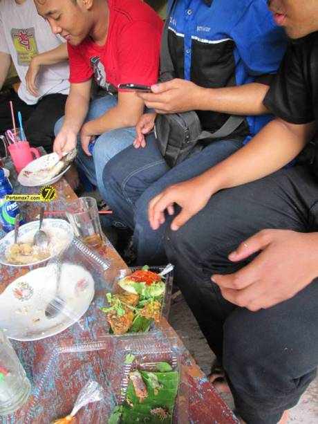 Rumah Makan Ikan laut Hj. Tipa Gresik Jawa Timur 1