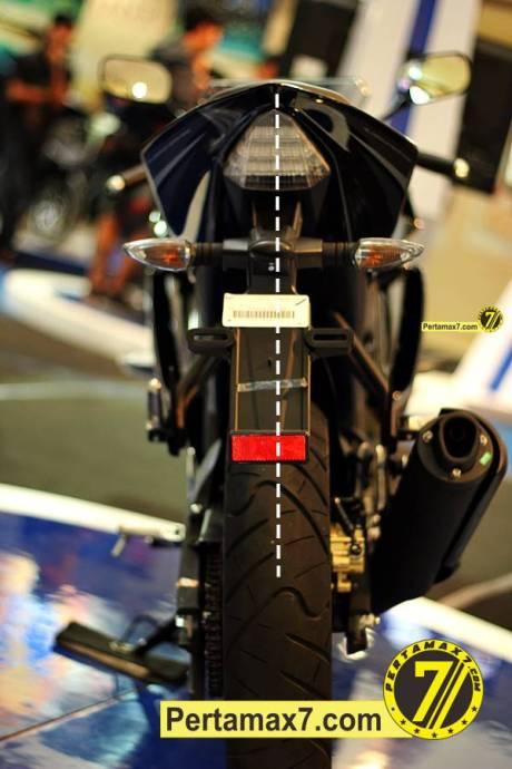 spakbor belakang yamaha YZF-R15 miring solo 2