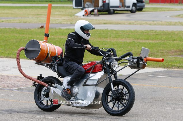 2015-Ducati-Scrambler-testing-spy-photos-01