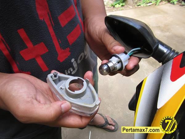 ganti Bohlam Sein Honda New megapro 4