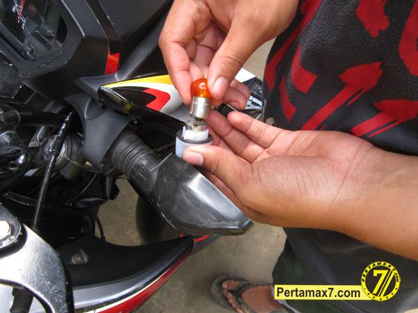 ganti Bohlam Sein Honda New megapro 5