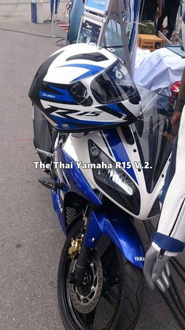 helm yamaha R15 di Thailand