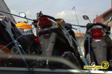 Honda CB150R streetfire Livery Repsol 16