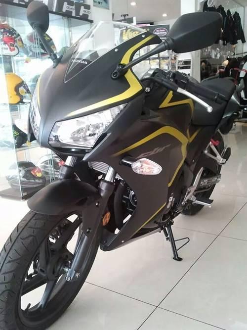 New Honda CBR250R dua keen eyes 2015 yellow Line 00