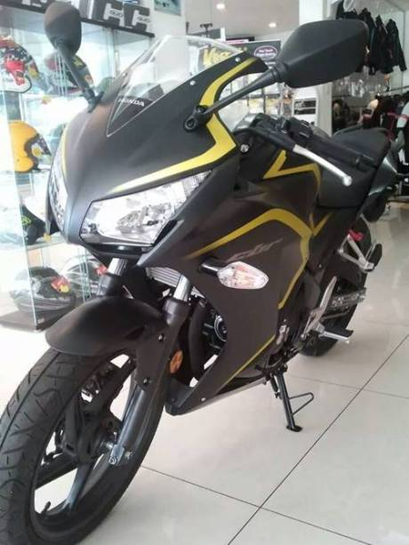 New Honda CBR250R dua keen eyes 2015 yellow Line 00