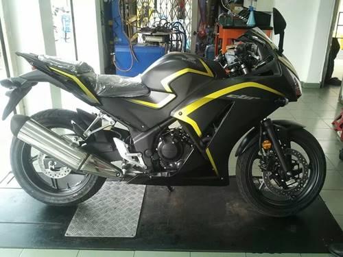 New Honda CBR250R dua keen eyes 2015 yellow Line 01