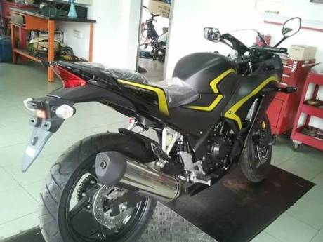 New Honda CBR250R dua keen eyes 2015 yellow Line 02