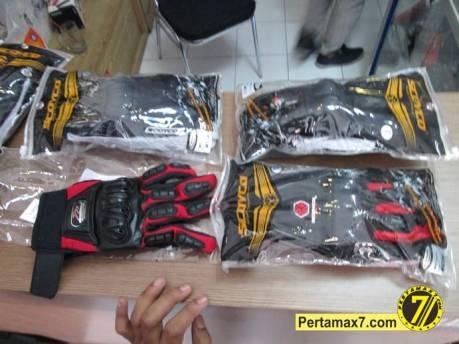 sarung tangan hadiah kuis motogp catalunya 2014