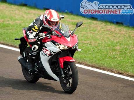 TOP-speed-Yamaha-R25-di-sentul-173-kpj-1
