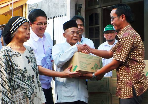 AHM Bagikan 1.900 Paket Sembako Ramadhan kepada warga sekitar Perusahaan