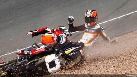 Bryan Schouten VS Scott Deroue fight on moto3 germany 2014 gpalemania_ds-_s1d8310_original