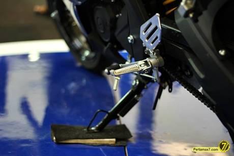 Footstep Yamaha R15 1