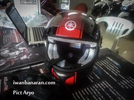 Helm standar Yamaha R25 10