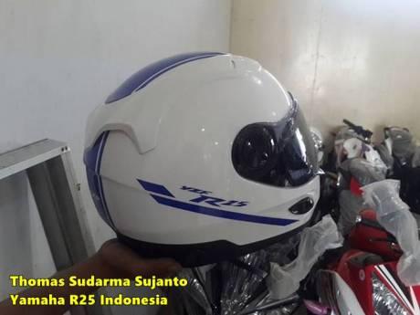 Helm standar Yamaha R25 7