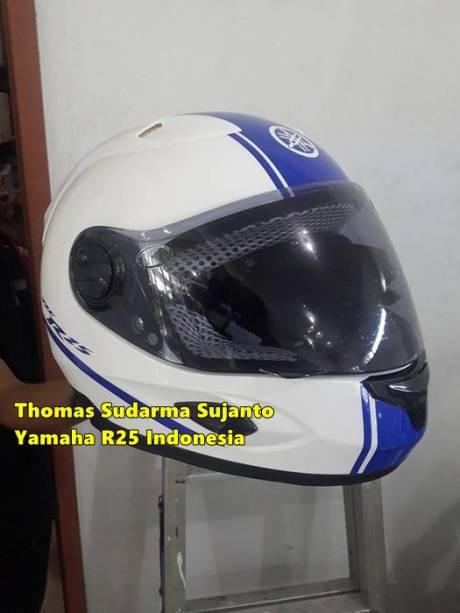 Helm standar Yamaha R25 8
