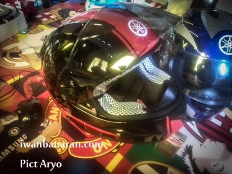 Helm standar Yamaha R25 9