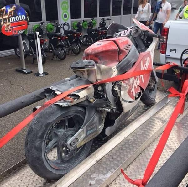 Johan Zarco Burned on Moto2 germany 2014 10364052_722266381155368_555955860185227605_n