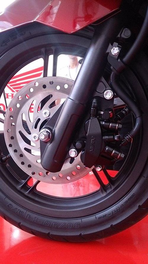 kaliper rem depan 3 piston All New Honda PCX 150 2015 launch Indonesia 12