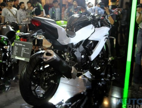 Kawasaki-Ninja-RR-Mono-Thailand-Ninja-250SL-2