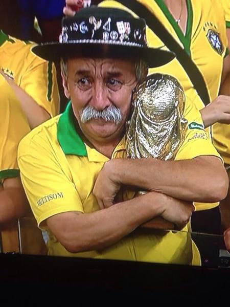 Kesedihan Warga Brazil setelah gagal melaju ke semifinal piala dunia 2014 5