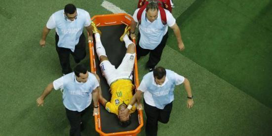 Neymar Cedera Tulang Belakang di Brazil  5