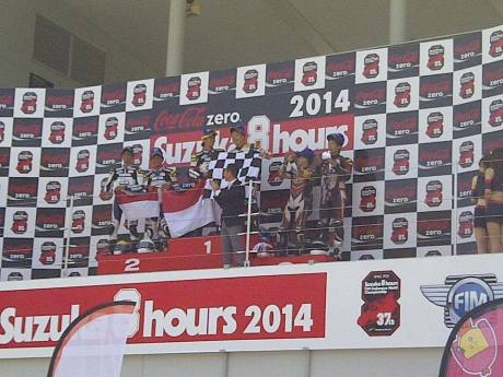 tim yamaha racing indonesia kibarkan bendera merah putih di suzuka 4 hours Japan