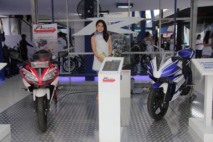 Yamaha R15 di booth Yamaha Revs Your Heart di Jakarta Fair 2014