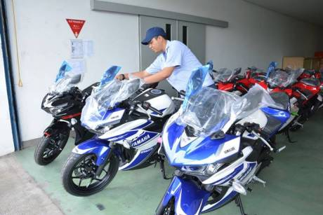 Yamaha YZF-R25 memiliki tiga warna Racing Blue, Predator Black, Diablo Red-
