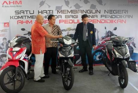 Guna mendukung Dunia Pendidikan, AHM Donasikan Sepeda Motor ke Unibraw 0