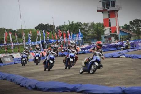 Kualifikasi seri 5 Yamaha Cup Race di sirkuit Lanud Tabing Padang Sumatera Barat (2)