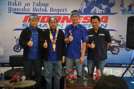 Management Yamaha Indonesia berfoto bersama dalam event Indonesia Semakin di Depan Bakti 40 Tahun Yamaha untuk Negeri di Bandung
