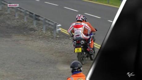 marc marquez crash Fp3 silverstone 2014 to paddock